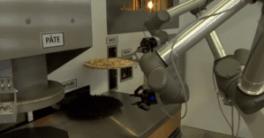 Pazzi el robot cocinero que cocina y prepara pizzas con dos brazos robóticos