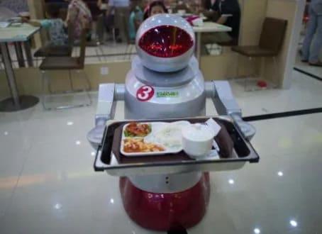 camarero robot en Robot Restaurant de kunshán, en China