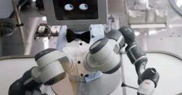 robot Tony y Eka preparan halados en Melbourne, Australia